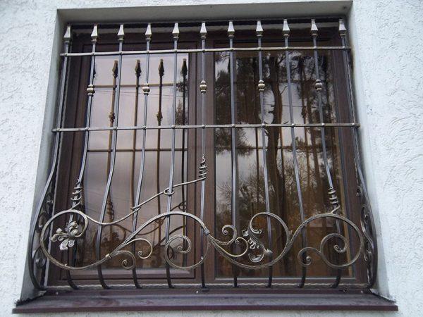 Решетка на окно кованая ХК-РО-24