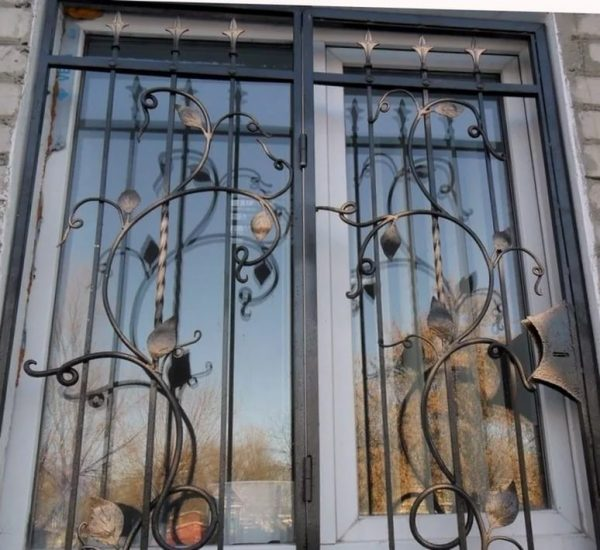 Решетка на окно кованая ХК-РО-34